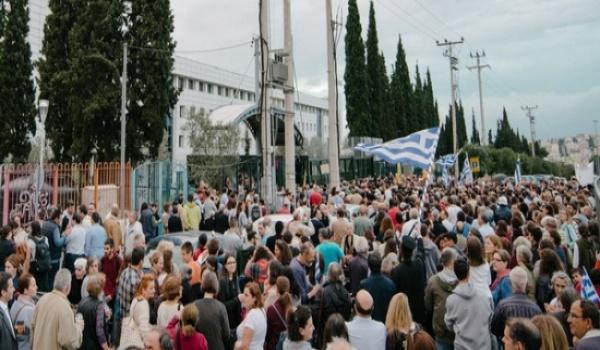 Μεγαλειώδης διαδήλωση χιλιάδων ατόμων ενάντια στα νέα Θρησκευτικά